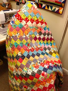 nifty quilts: this is her Scrappy Trip Around the World, a la Bonnie Hunter