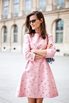 Like the style. The Terrier and Lobster: Street Style: Hanneli Mustaparta in Pink Valentino at Paris Spring Fashion Week Look Fashion, Spring Fashion, Fashion Beauty, Womens Fashion, Romantic Style Fashion, Blue Fashion, French Fashion, Fashion Details, Street Fashion