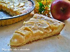 La crostata di mele con crema di me, è un dolce molto semplice da fare, croccante e con cuore cremoso ricco di frutta.