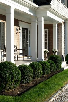 70 Marvelous Front Yard Landscaping Ideas on A Budget #gardendesign #frontyardlandscaping #frontyard #boxwoodlandscapefrontyard