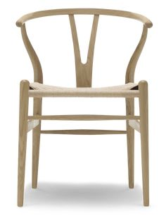Wegner designed the Wishbone Chair especially for Carl Hansen & Søn in Read more about this timeless design icon. Plywood Furniture, Unique Furniture, Danish Furniture, Small Accent Chairs, Accent Chairs For Living Room, House Doctor, Desktop, Chair Price, Hans Wegner