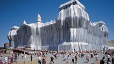 Kids Learn Installation Art- Christo and Jeanne-Claude Christo Y Jeanne Claude, Christo Artist, Nouveau Realisme, Paris In October, Travel Through Europe, New York City, Famous Art, Environmental Art, Outdoor Art