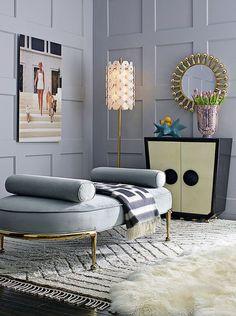 déco salon gris et blanc avec tapis de sol et accents dorés