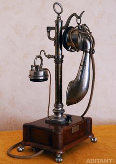 "Table open-end phone such as  "" Column ""  by Berliner, 1912"