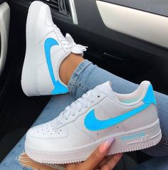 este tenis e muinto lindo- Anastasia Mrd- Nike Shoes Air Force, Nike Air Force Ones, Souliers Nike, Sneakers Fashion, Sneakers Nike, Aesthetic Shoes, Hype Shoes, Baskets Nike, Fresh Shoes