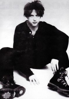 Vintage Goth, Pretty People, Beautiful People, Boy Tumblr, Foto Fantasy, Robert Smith The Cure, Look Man, Goth Aesthetic, Punk Goth
