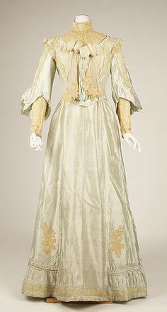 Dress Date: 1902–5 Culture: American Medium: silk Dimensions: [no dimensions available] Credit Line: Gift of Estate of Mary Le Boutillier, 1945