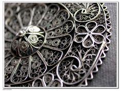 A vintage old silver flower filigree brooch ,handmade old filigree brooch
