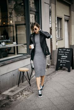 How to combine a simple dress | Berlin Fashion | style: comfy, effortless, cool, basic, easy, sexy, sporty, chic, spring, autumn | wearing a grey knit dress from Asos, Vans sneakers and a leather jacket
