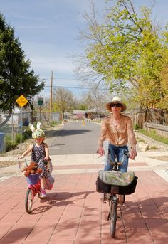 The McClelland neighborway is a wonderful mix of riding on calm residential streets, alleyways and paths that are all signed.