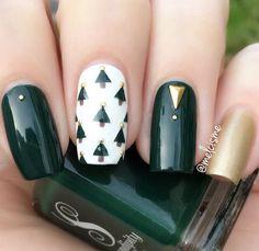 White green and gold Christmas nail design,Winter nail design ideas,Green and gold winter nail art design,emerald and gold nail polish ,nail color