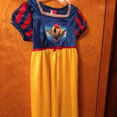 Night gown Disney  Sleeping beauty night gown. Perfect for your little girl size 8. Disney Intimates & Sleepwear Pajamas