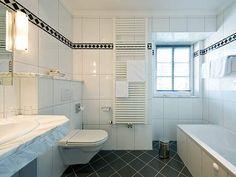 Hotel/Zimmer Corner Bathtub, Alcove, Bathroom, Hotel Bedrooms, Washroom, Bath Room, Bath, Bathrooms