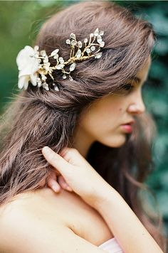 if I ever get married, I will wear this headpiece... it's absolutely fairy like