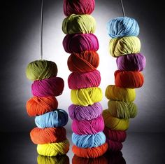 i just LOVE this picture from the home page of the String Yarns website :-)))