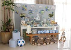 Mesa de postres de baby shower con temática de Osito de felpa. #DecoracionBabyShower