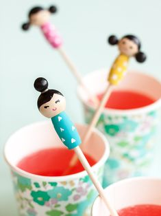 Make these adorable kiddie cocktail stir sticks inspired by Kokeshi dolls for your next party! Handmade Crafts, Diy And Crafts, Paper Crafts, Wood Crafts, Fun Crafts For Kids, Creative Crafts, Diy Kokeshi Dolls, Matryoshka Doll, Diy Craft Projects