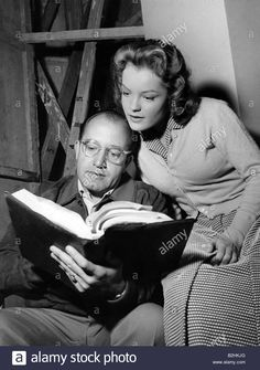 Download this stock image: Schneider, Romy, 23.9.1938 - 29.5.1982, German actress, half length, with the director Alfred Weidemann, 1956, book, script, rea - B2HKJG from Alamy's library of millions of high resolution stock photos, illustrations and vectors.