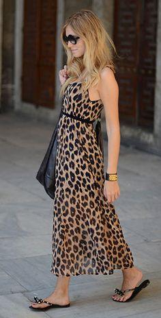 เดรส Leopard Storets, รองเท้า Valentino, กระเป๋า Balenciaga, ผ้าพันคอ Yves Saint Laurent