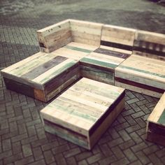 Recycling pallets into a unique outdoor bench. Description from pinterest.com. I…