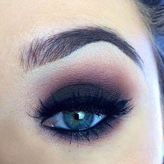 """Maquillaje de ojos estilo smokey eyes Inspiración para un maquillaje natural [gallery ids=""""8237,8238,8239,8240,8242,8244,8246,8248,8250,8252,8254,8256,8258,8260,8262,8264,8266,8268,8270,8273,8276,8280,8283,8286″ orderby=""""rand""""] Tendencias en maquillaje de ojos 2017 Ideas de maquillaje para morenas Maquillaje de labios #makeupideasmorenas"""