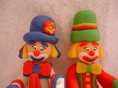 O Valor refere-se aos dois bonecos.  Produto produzido sob encomenda.  Será embalado no celofone  e fitilho R$40,00