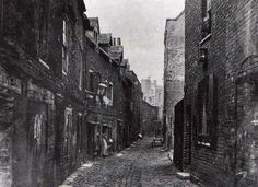 Lambeth, London The next few pics show Lambeth at different times but generally show some of the poor housing conditions Vintage London, Old London, Sutton Surrey, East End London, London History, London Museums, Slums, Historical Pictures, Vintage Pictures