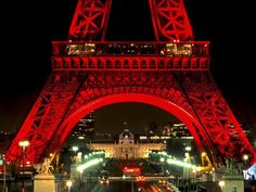Image shared by Respa Syafryonni. Find images and videos about paris, france and eiffel tower on We Heart It - the app to get lost in what you love. Torre Eiffel Paris, Paris Eiffel Tower, Paris At Night, Roses Tumblr, Site Hotel, Places To Travel, Places To Visit, Paris Tour, Eiffel Tower At Night
