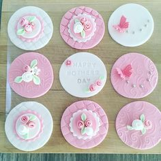 Cupcake Piping, Fondant Cupcake Toppers, Fondant Cookies, Cupcake Cookies, Mothers Day Cupcakes, Mothers Day Cake, Fondant Lace, Creative Cake Decorating, Wedding Cake Pops