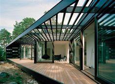 Archipelgo (Stockholm) espaces extérieurs / terrasses en bois protégés du vent par un panneau perforé