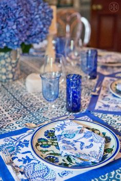 CHIC COASTAL LIVING: 10 BEST: Tory Burch Table Settings blue table setting