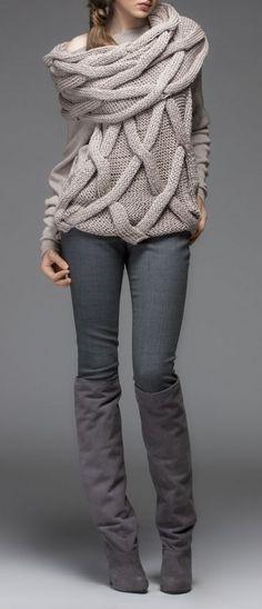 EN GRIS PARA ESTA TEMPORADA OTOÑO-INVIERNO 2016-2017 Hola Chicas!!! El gris es un color atemporal y muy elegante, que tambien se puede llevar en outfits casuales, me encantaron estas fotografia donde podrán ver la forma en que lo puede integrar a su guardarropa este otoño-invierno del 2016-2017, yo comprare mas ropa en este color ya que nada mas tengo algunas piezas.