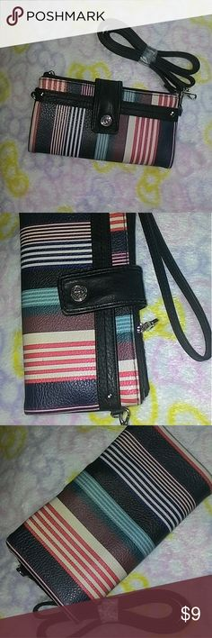 NWOT Relic wristlet Closed: 10 x 18 cm Opened: 18 x 20 cm  Holds 9 cards 3 hidden pockets Side zippered pocket Outside pocket Wrislet strap & shoulder strap  BRAND NEW condition, the tags were removed Relic Bags Clutches & Wristlets