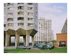 Plattenbausiedlung in St. Petersburg:  Roman Bezjak will mit seinen Bildern zeigen, dass diese Bauten auch Heimat bedeuten.