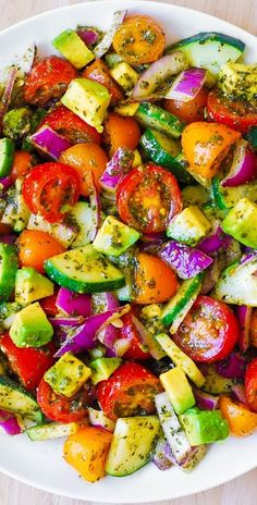 Summer salad with Tomato, Avacado, Onion and cucumber, refreshing for Summer days. Avocado Recipes, Healthy Salad Recipes, Veggie Recipes, Diet Recipes, Vegetarian Recipes, Cooking Recipes, Cherry Tomato Recipes, Recipes Dinner, Fresh Basil Recipes