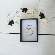 Kinderzimmer Dekoration, zauberhafte Einhorn Girlande, schwarz, aus Pappelsperrholz, 135cm lang, von Foxella & Friends