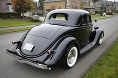 1935 Ford 5w coupe Classic Trucks, Classic Cars, Vintage Cars, Antique Cars, Rolling Car, Car Man Cave, Old Fords, Street Rods, Kustom
