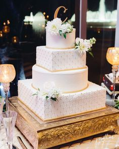 4 Tier White Wedding Cake with Gold accents Black Wedding Cakes, Fall Wedding Cakes, Wedding Cupcakes, Wedding Buffet Food, Gold Cake, Fruit In Season, Party Cakes, Beautiful Cakes, Rustic Wedding