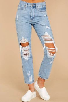 The latest denim ripped jeans styles. Ripped Jeans Fashion, explore the newest trends and essentials designed for any and every occasion! Outfit Jeans, Jeans Pants, Dress Pants, Jeans Denim, Distressed Denim Jeans, Adidas Pants, Ankle Pants, Cargo Pants, Cute Ripped Jeans