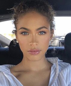 Beautiful everyday make-up look Welcome to my BLUE EYES Makeup Insp . - Beautiful everyday make-up look Welcome to my BLUE EYES Makeup Inspiration Boar … # - Makeup Looks Everyday, Everyday Make Up, Everyday Makeup For School, Natural Everyday Makeup, Skin Makeup, Beauty Makeup, Hair Beauty, Makeup Brushes, Contouring Makeup