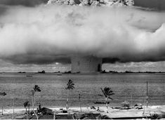 Testing of a hydrogen bomb at Bikini Atoll.  Rare Historical Photos – Page 35 – Daily Bananas