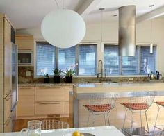 Clean lines and simple shapes characterize this kitchen's modernist architecture. Its swath of metal-framed windows suits the stainless-steel appliances and grid-back chairs. Kitchen Island Range, Island Range Hood, Range Hoods, Green Tile Backsplash, Home Craft Decor, Wood Floor Finishes, Paint Cabinets White, Kitchen Hoods, Bright Kitchens