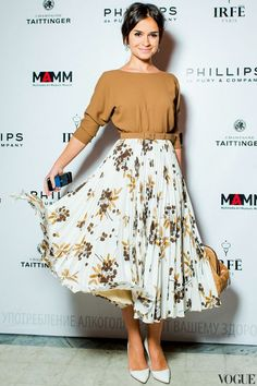 Miroslava Duma - I have a girl crush on her...and the rest of the Russians. Love this skirt, belt and shirt combo