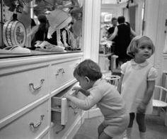 Paris. DIOR. Mode enfant. Raymond Depardon 1967