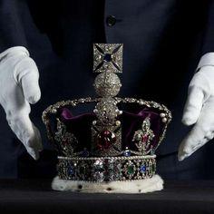 Coleção de joias da coroa britânica tem maior diamante já encontrado