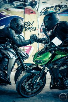 Schwerin Bikes Fotoshooting - The Worlds Best Cafe Racers : Built by the Brave Custom Motorcycles, Cars And Motorcycles, Vespa Scooter, Motorcycle Suit, Funny Motorcycle, Bike Leathers, Bike Photoshoot, Motorcycle Photography, Audi Rs6