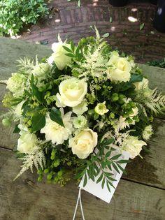 BLoemwerk Op Maat Funeral Arrangements, Flower Arrangements, Sympathy Flowers, Funeral Flowers, Garden Styles, Event Planning, Greenery, Centerpieces, Floral Wreath