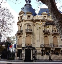 Embajada de Francia, Buenos Aires, Argentina. Classic Architecture, Beautiful Architecture, Architecture Art, Largest Countries, Countries Of The World, Machu Picchu, Art Nouveau Arquitectura, Places To Travel, Places To Visit