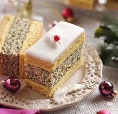 FRANCIA MÁKOS ~ Individual Cakes, Hungarian Recipes, Christmas And New Year, Vanilla Cake, Fondant, Cheesecake, Deserts, Sweets, Dishes