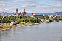 #Umzug #Mainz - Sie planen einen Umzug in die Landeshauptstadt Rheinland-Pfalz, nach Mainz? Dann sind wir genau der richtige Partner an Ihrer Seite. JH-Umzüge &Transporte gestalten mit Ihnen zuverlässig und kundenorientiert Ihren Umzug nach Mainz am wunderschönen Rhein gegenüber der Mündung des Mains gelegen.